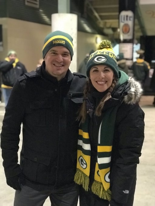 Just like old whenever I get to hang with fellow @packers fan @OnAirAaron at Lambeau Field! Glad the boys got a win at home!! #GoPackGo 💚💛 Foto