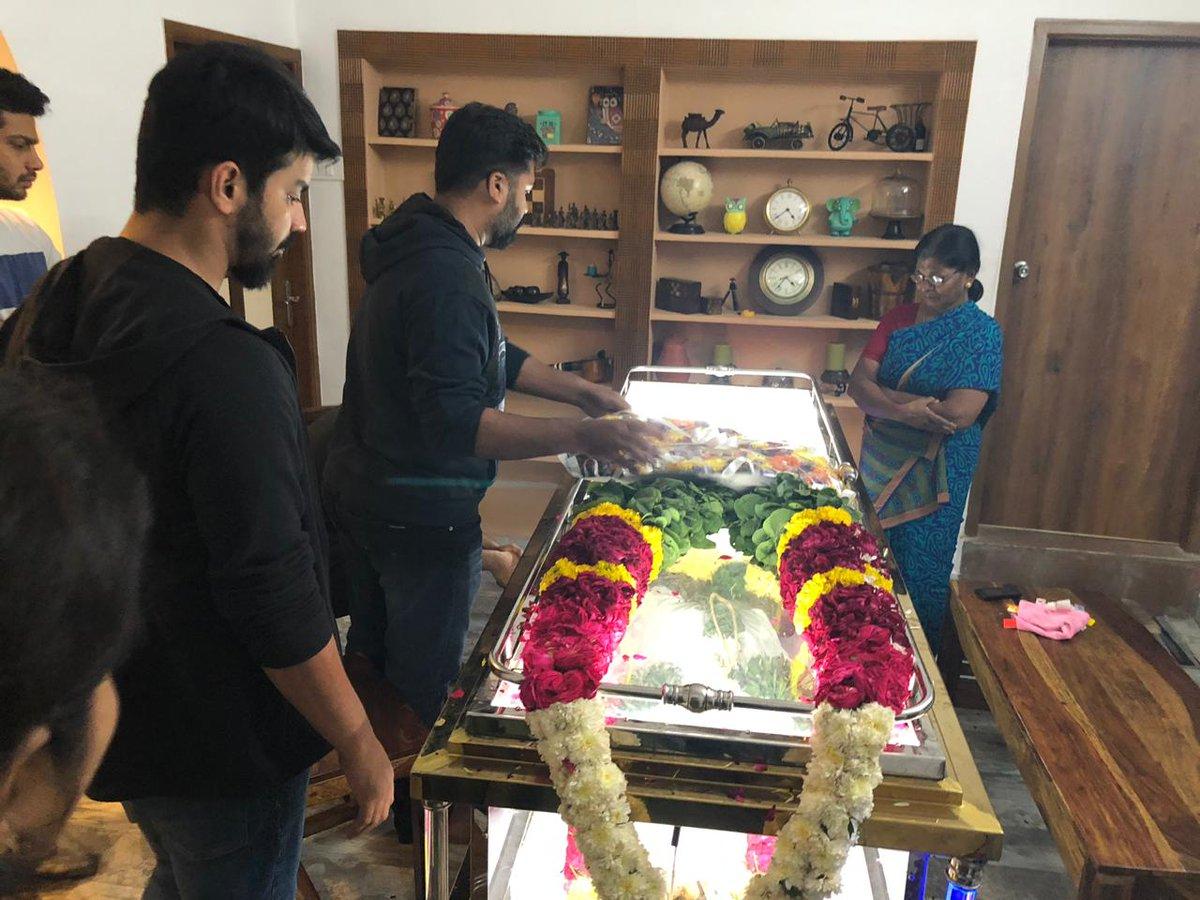 STR Simbu, Mahat Raghavendra paying last respects at director Nelson Dilipkumar's father's death