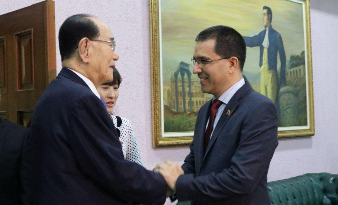 Presidente de la Asamblea de Corea del Norte llega a Venezuela para afianzar relaciones diplomáticas Ds-G8-TXQAAgxzY