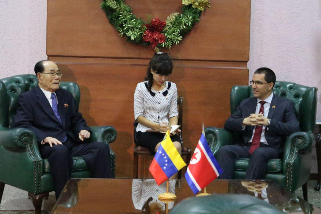 Presidente de la Asamblea de Corea del Norte llega a Venezuela para afianzar relaciones diplomáticas Ds-HChqX4AA3EA4