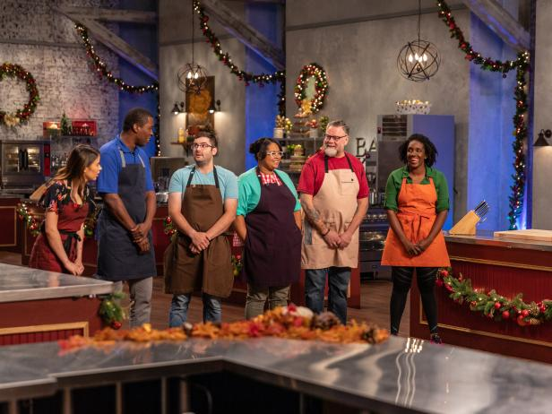 We've made it to WEEK 4 of the #HolidayBakingChampionship! Which baker are YOU rooting for? https://t.co/N51mobwbm1… https://t.co/ehUnsK43nF