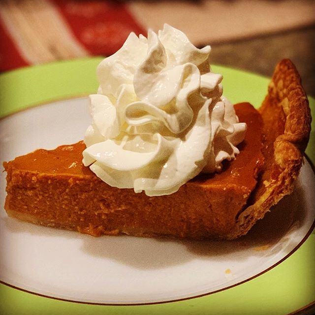 Pretty much my favorite part of this time of year. #pumpkinpie #dessert #mine https://t.co/lahkx5NOEO https://t.co/8sP7o5gTe5