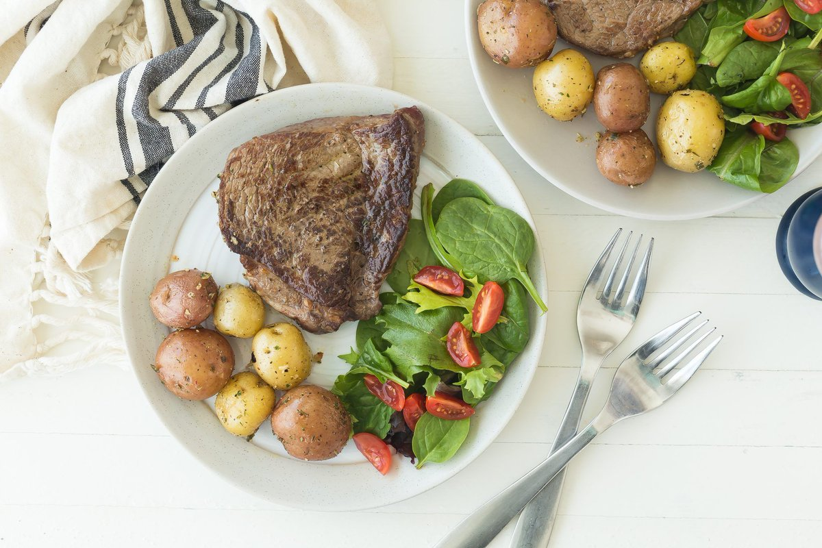 You're 20 minutes away from this steak and potato dinner. 😍 https://t.co/a5DMO73trK #recipes https://t.co/EIptM6GUUo
