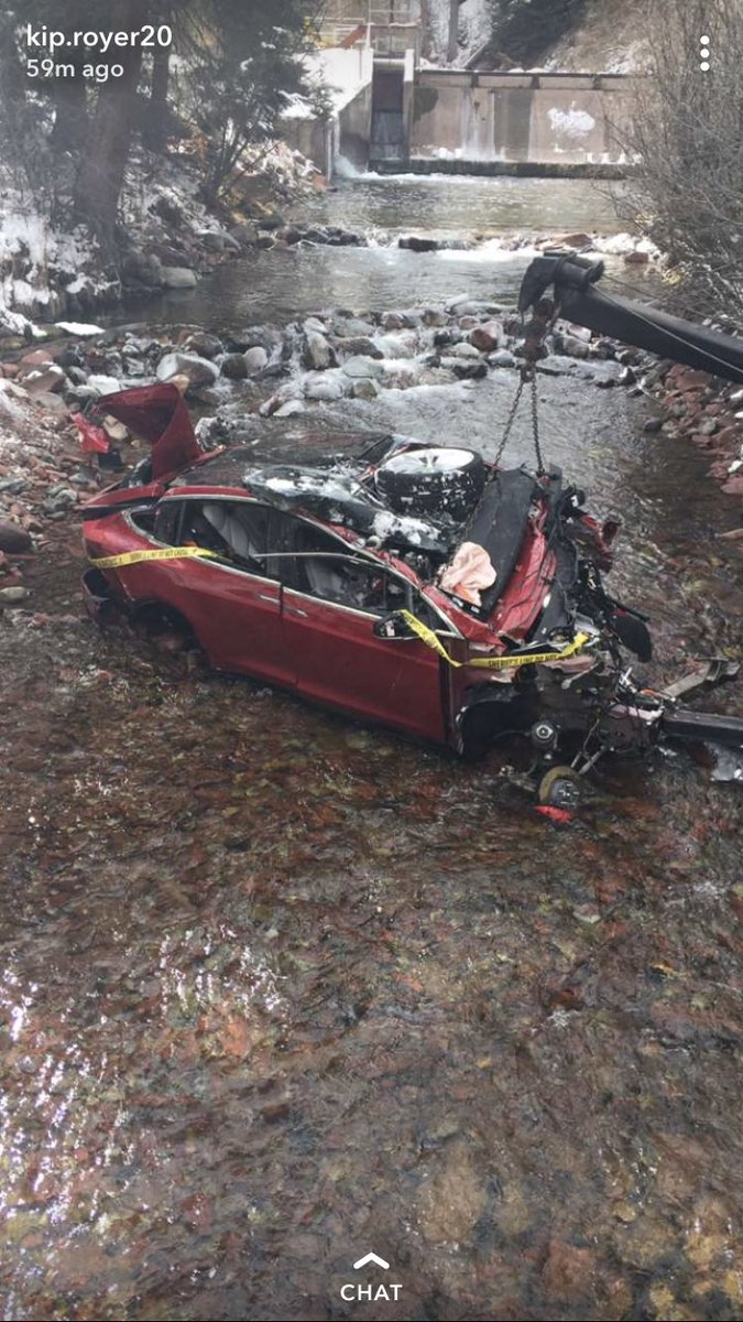 Thank you @Tesla and @elonmusk for all 5 kids basically walking away from a horrific accident. #safestcar  #bestthanksgivingever
