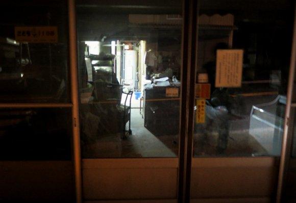 香川県三豊市の製麺所『香川食品店』では、早朝5時より30分間しか食べられないうどんがあります!茹でたてのつやっつやピッカピカのうどんは最高のおいしさ・・・!製麺所なので、マイ丼マイ箸マイ醤油持参は必須ですよ~⇒ #メシコレ