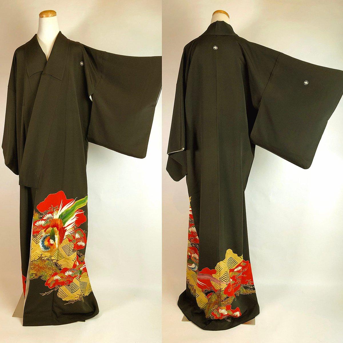e48e8335a ... Kuro Tomesode Kimono Vintage https://etsy.me/2r4mu6T #clothing #costume  #women #black #red #kimono #yuzenzome #tomesode  #japanpic.twitter.com/MsRikjFKK4