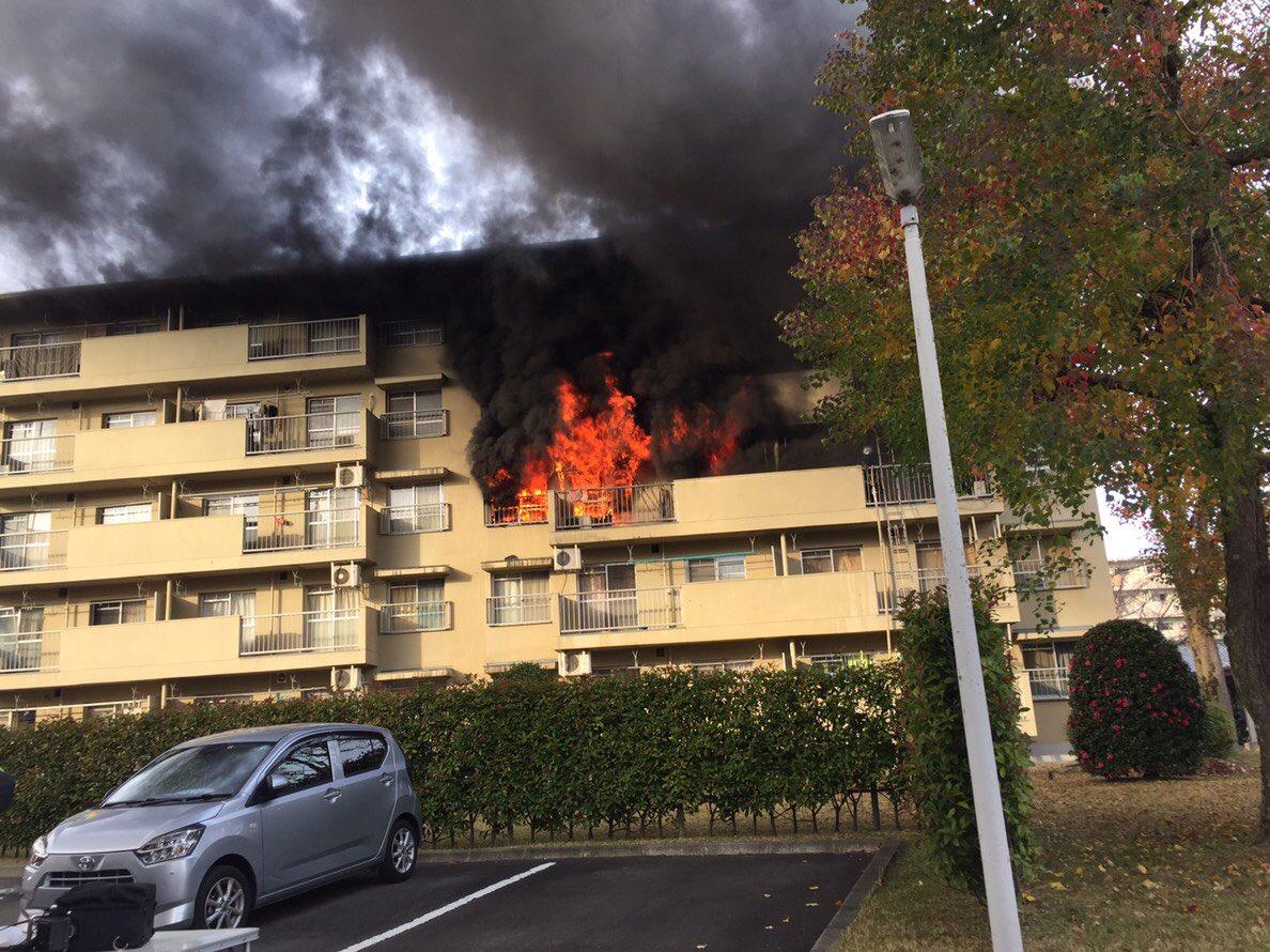 江南市藤ケ丘の団地で火事の現場画像