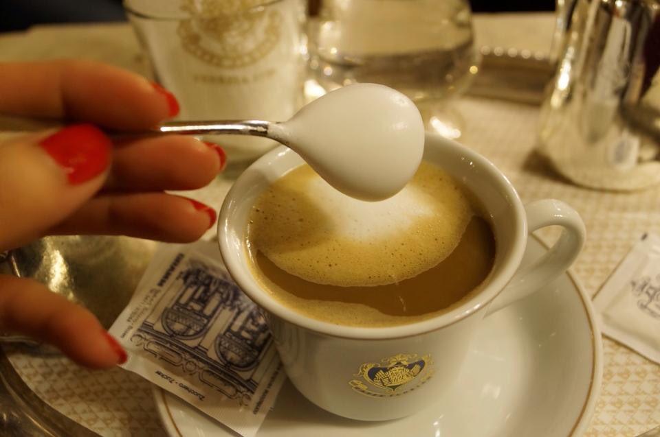 ヴェネチアのサンマルコ広場にあるカフェ・・・オシャレすぎるでしょwww