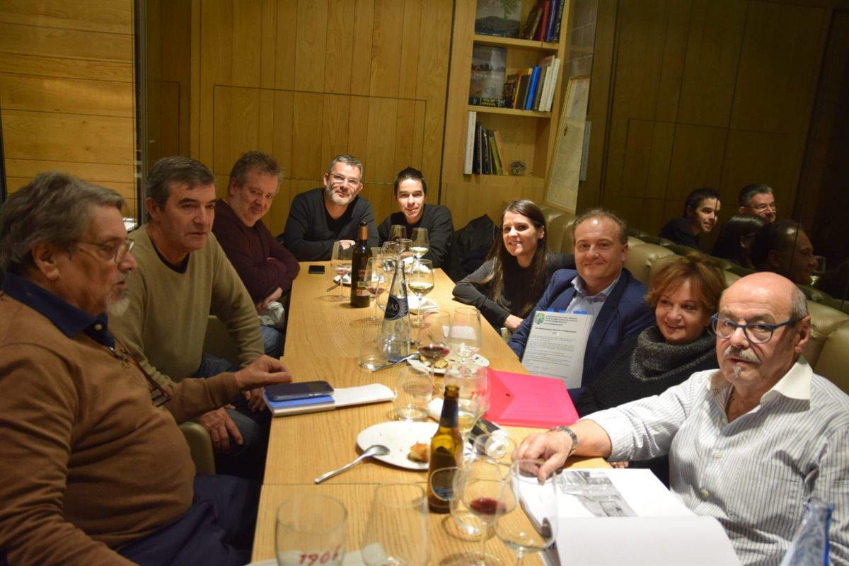 Xa hai gañadores do XXXII Premio Rosalía de Castro de Poesía de Cornellà: @isaacxubin, Antonio Piñeiro e @HermoGonzalo. Contento de ter axudado a premialos. Parabéns aos tres!