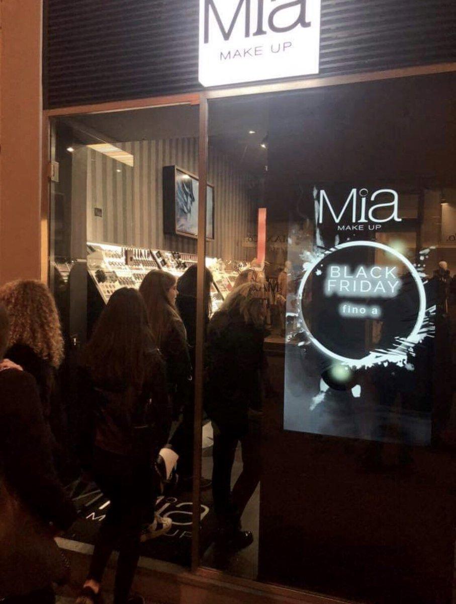 Grande il successo del nuovo #store MIA Make Up ad #Arezzo . Segui le prossime eventi su tutti i nostri social #miamakeup e su https://t.co/GgFHDM1ZgL https://t.co/H3hCs6n9y6