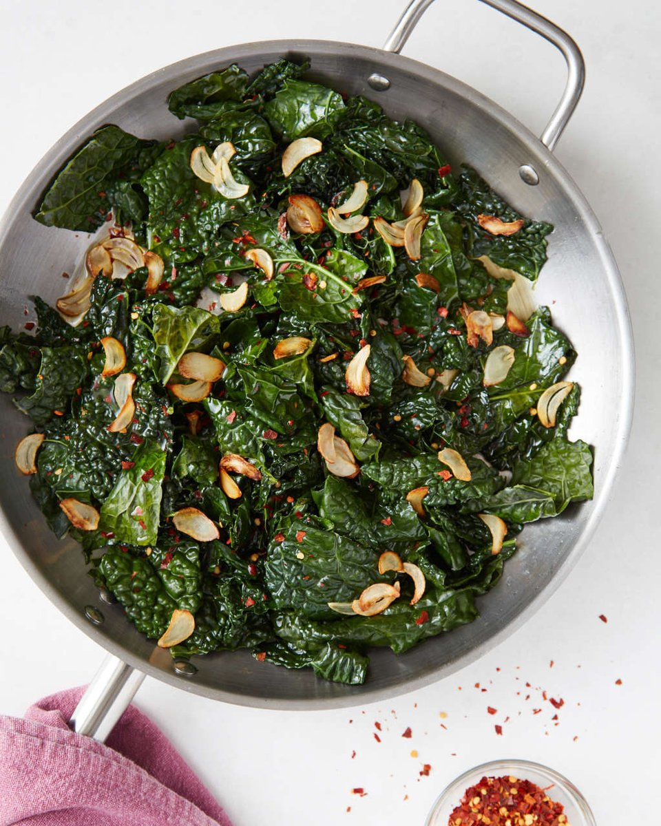 Recipe: Easy Skillet Kale with Lemon & Garlic — Recipes from The Kitchn  https://t.co/O88q0odlI7 #recetas #ricette https://t.co/pDFdo8eBo9
