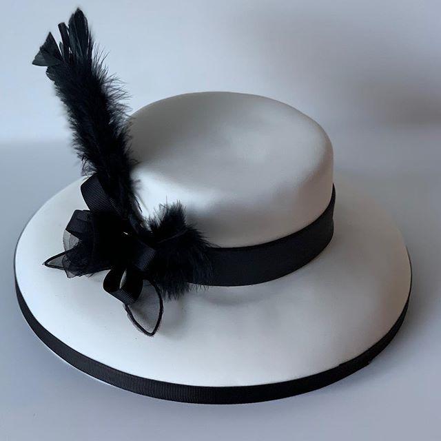 Beautiful...#cakeart #jarbysweetmates #chocolate #cakes🎂 #cake #fondant #fondant_cake #caketoppers #cakebirthday https://t.co/sRMoLMcRgc