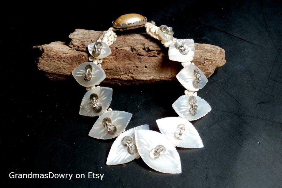 Mother of Pearl Bridal Bracelet, White Wedding Jewelry #midcenturybracelet #antiquejewelry #mopbracelet #vintagebracelet #vintagewedding #bridaljewelry #antiquebracelet #mop #weddingjewelry #motherofpearl http://etsy.me/2BwyCDOpic.twitter.com/wK4vYSHkNf