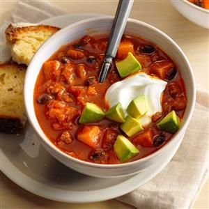 Spiced Butternut Squash Chili. #recipe #happyfood #drinks https://t.co/VcQ9b5YmSi https://t.co/WuMo8GCUaB