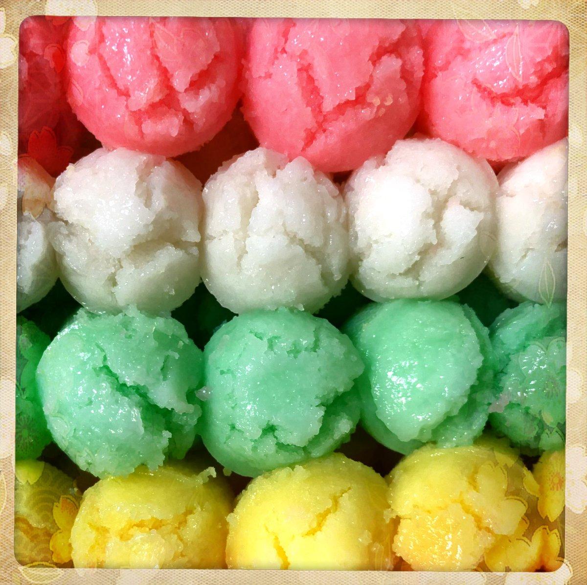 Nom nom on these #dessert #RiceBalls 🍚🍡🥥  - #Food #Sweets #RiceCake https://t.co/ZCZGUdkDU2