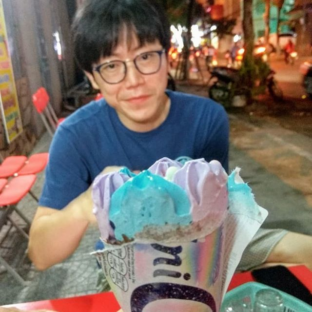 Smile dude! You're about to eat some homemade ice cream!  #danangfoodtour #danangfood #homemadeicecream #eatdessertfirst https://ift.tt/2r3rU25 pic.twitter.com/S4jGmxM2E1