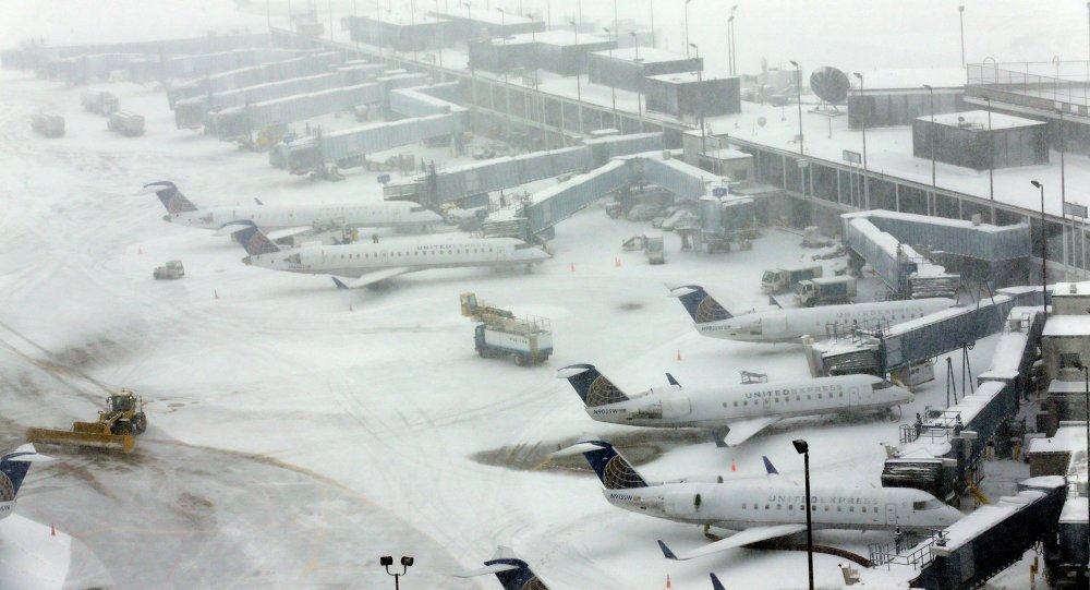 Heavy snowstorm hits US, prompts mass flight cancellations in #Chicago, #Kansas https://t.co/TpGXQj3IIU
