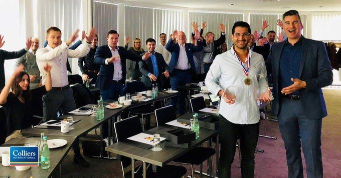 Ausgezeichnet!<br>Gleich zwei Awards konnte Yunus Erciyas, Senior Consultant für Industrial &amp; Logistics, entgegennehmen. Die internationalen Colliers-Awards würdigen besondere Leistungen im Bereich Service-Exzellenz. Herzlichen Glückwunsch! <br>Karriere?  t.co/xoVpr0MZaD