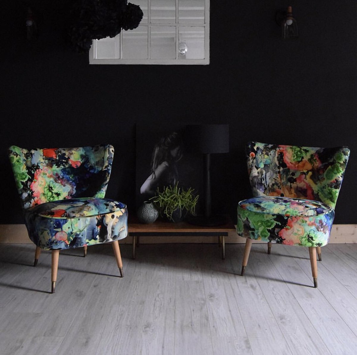 Neat bit of upholstery from #florrieandbill of a pair of vintage cocktail chairs featuring our Kaleido Splatt Velvet Fabric   #fabric #stoff #colour #farbe #pattern #muster #velvet #samt #upholstery #polster #vintagechairs #furniture #upholsteryfabrics #timorousbeasties pic.twitter.com/dv2nHD8xkz