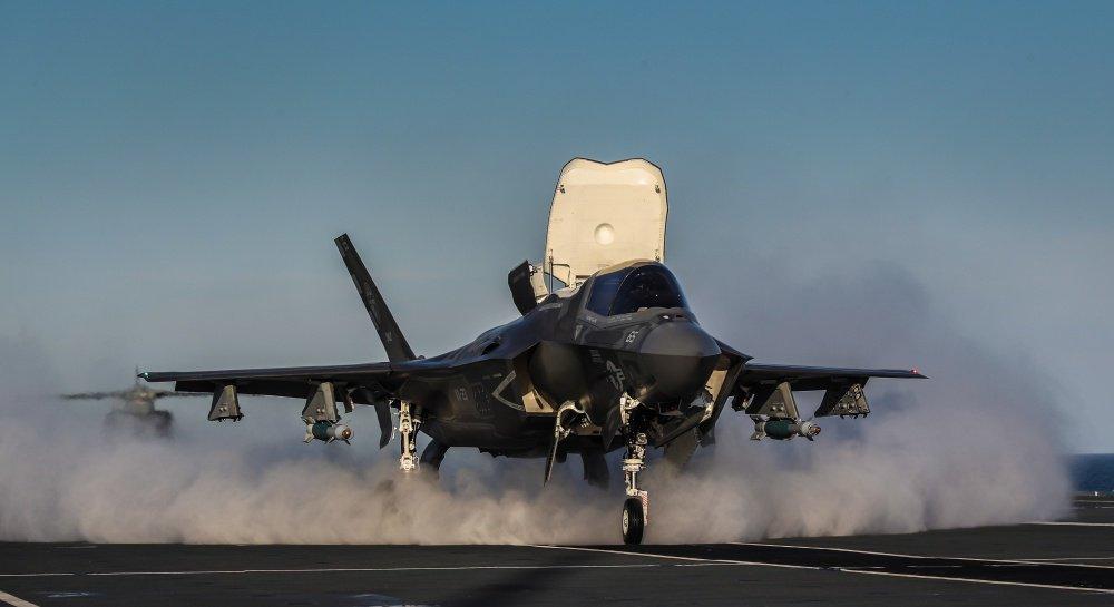 اليابان تقرر رسميا شراء مقاتله F-35B ذات الاقلاع العمودي  Ds7iFMPX4AQQx6m