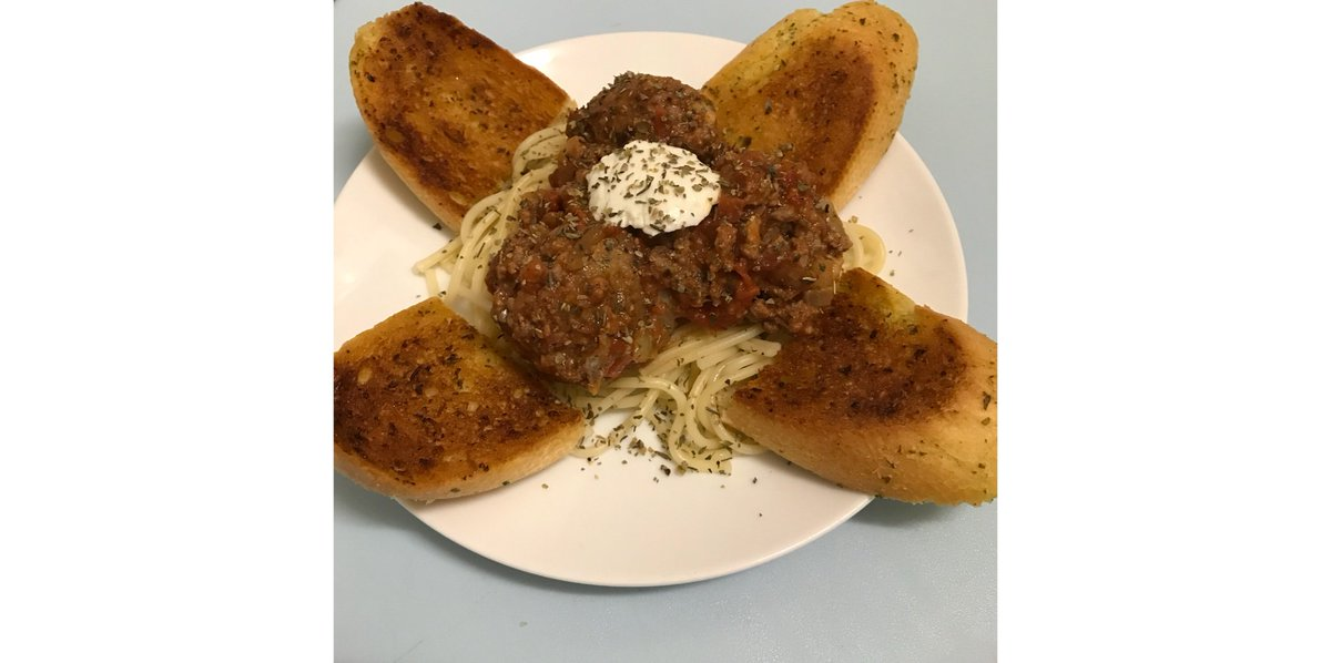 Tonight's #dinner.... home made spaghetti and meatballs! #Delicious  😋 https://t.co/NNGra3eSz0
