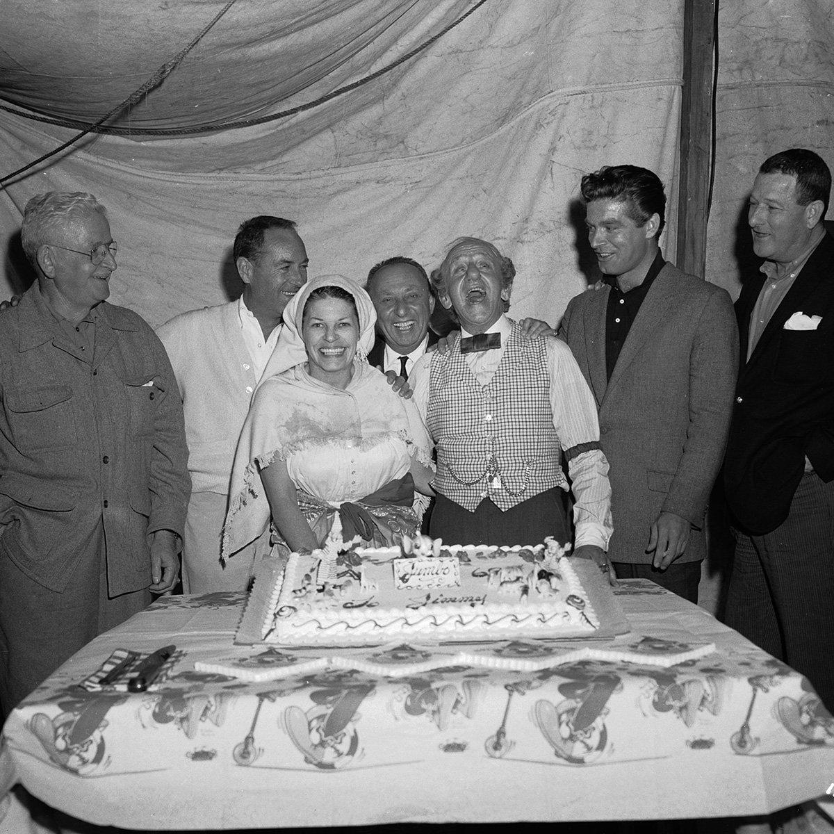 """TCM on Twitter: """"Charles Walters, Jimmy Durante, Joe Pasternak, Stephen  Boyd, Roger Edens, and Martha Raye on the set of BILLY ROSE'S JUMBO ('62)  #NationalCakeDay… https://t.co/QdVKmazVnJ"""""""