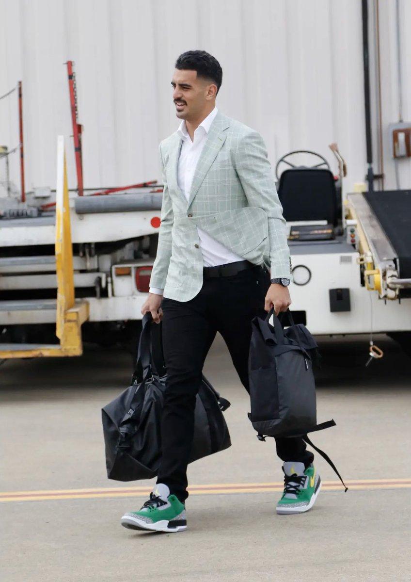 "Marcus Mariota is ready for Monday Night Football with the ""Oregon"" Air Jordan 3 JTH."