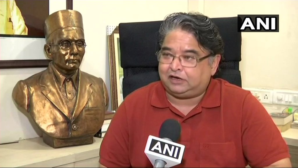 Rahul Gandhi in an election rally y'day alleged Veer Savarkar had apologised to the Britishers to be released from jail. It's false.Savarkar ji was jailed for 27yrs by Britishers.I've filed a complaint against him for defaming Savarkar ji: R Savarkar, Grandnephew of #VeerSavarkar