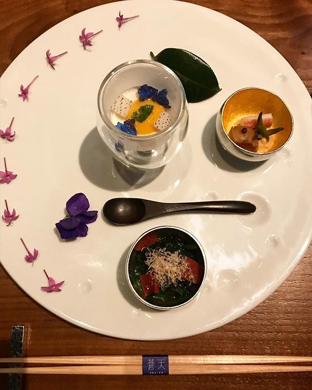 Colorful appetizers: taro mousse, cream squid with Bonito liver, rina blue jelly. Wolfberry, snow crab, summered scallops, daylily. Marines burdock olive taste, spinach, red konjac.  #souten #theprincegallerytokyokioicho #japanesefood #japaneseculture #j… https://ift.tt/2Pv3HjYpic.twitter.com/XAgQuG0koa