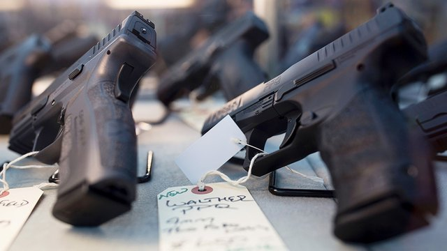 Wisconsin company giving every employee a handgun for Christmas https://t.co/IkeWpBeEVt