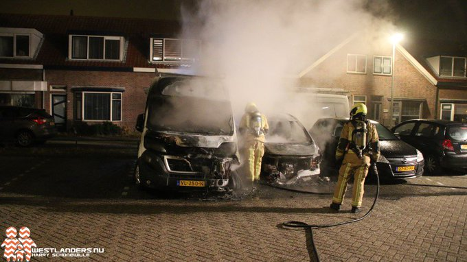 Veel schade door autobrand Braamstraat https://t.co/tyoTqxjFjX https://t.co/Ly10wXgPqt