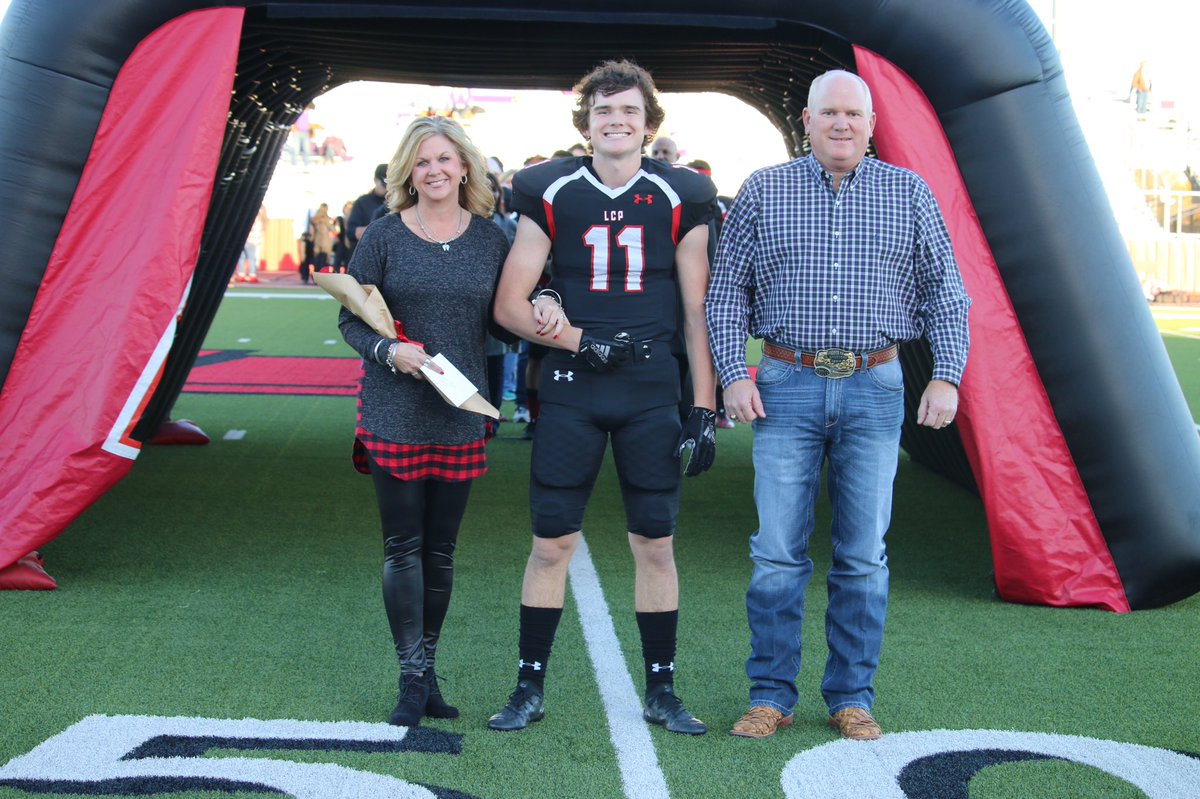 @PaytonBourquin This Momma is ready to watch LCP FOOTBALL Friday Night!   #PACKTHEPARK<br>http://pic.twitter.com/Qfbl0Ei8qF
