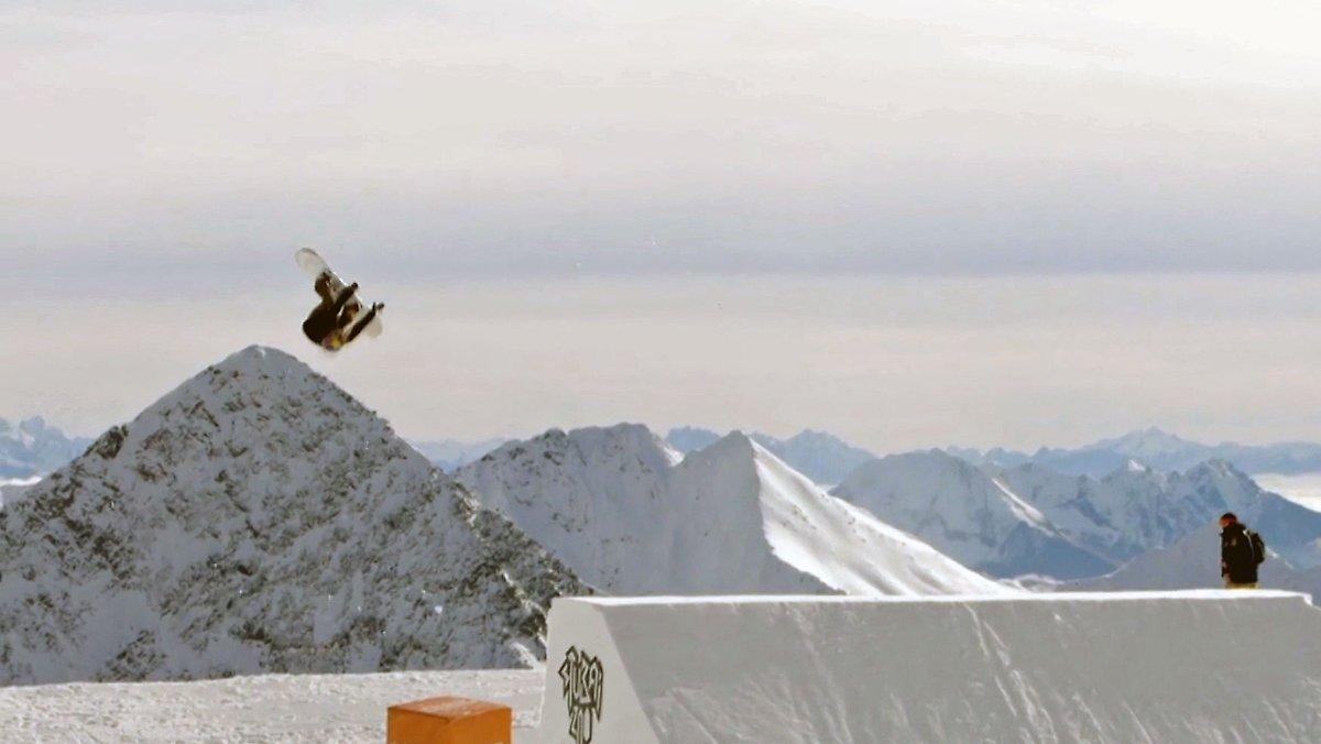 Meistgesehen:  Erste Frau mit 'Cab Triple Underflip 1260': Anna Gasser springt phänomenalen Snowboard-Stunt https://t.co/od5ecMl2vi [Video]