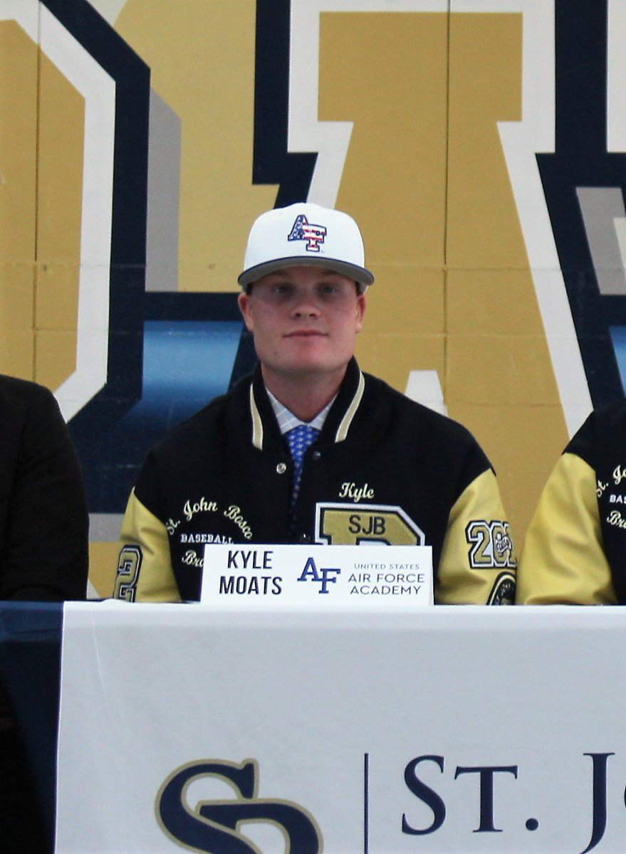 Congrats to @KMoats_12 for signing his NLI with @AF_Academy  at #BoscoSigningDay!  #BravetoFalcon #ServiceToCountry   @sjbathletics @BoscoBaseball   More photos at the link ...  https://www. flickr.com/gp/155500851@N 02/8w7W43  … <br>http://pic.twitter.com/CQF9i3eTBp