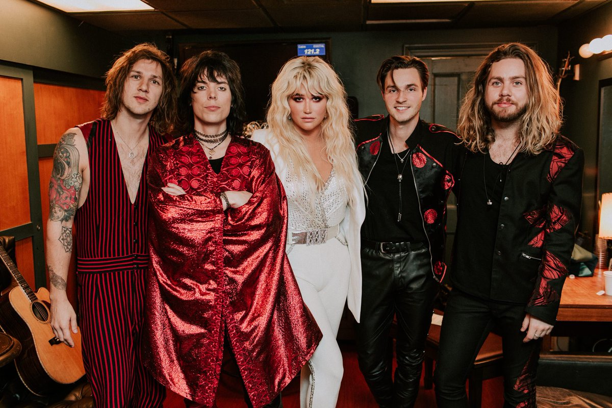 ⭐️@TheStruts and I are ready to boogie and perform #BodyTalks tonight on @FallonTonight. Tune in to @nbc at 11:35/10:35c, animals ⚡️💕🌈 📸 @annaleemedia