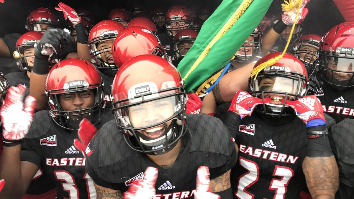 The Dam Cup, @BigSkyFB Title &amp; a Playoff Bye are all on the Line this Friday for the  in  City  -&gt;  https:// goeags.com/news/2018/11/1 2/football-title-bye-on-the-line-for-no-4-3-eagles-at-portland-state.aspx &nbsp; …   #LeaveNoDoubt #GoEags<br>http://pic.twitter.com/O3RemAGmml