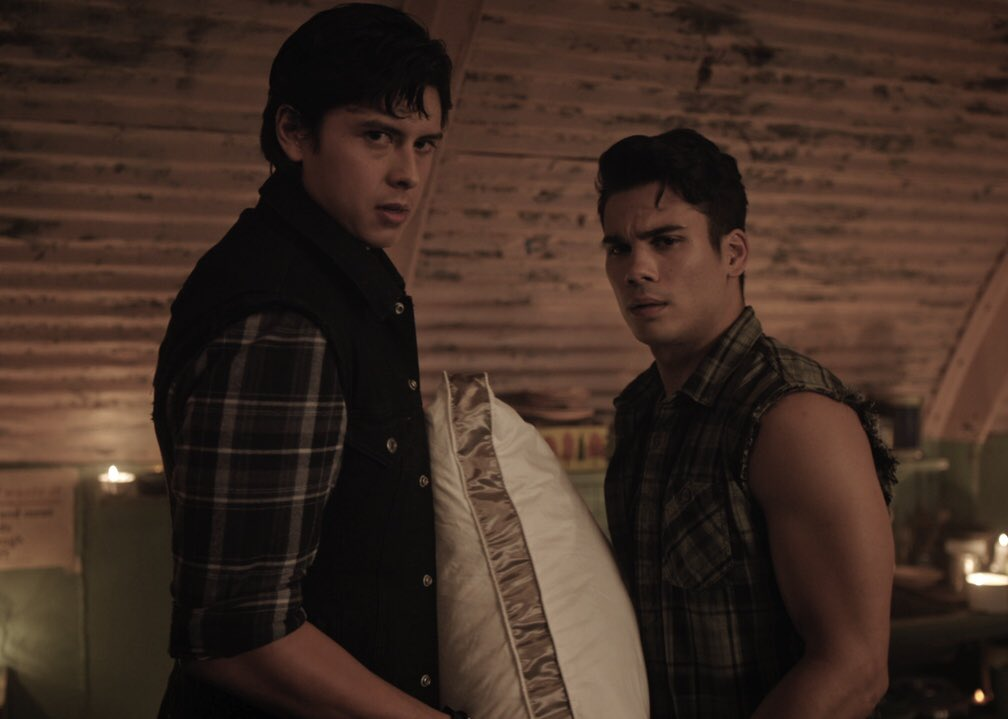 Enough of the pillow talk. Its live tweet time! #riverdale