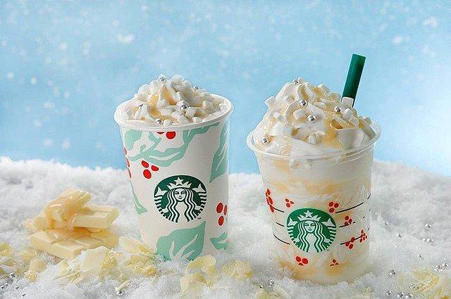 【22日から】スタバ新作「ホワイト チョコレート スノー フラペチーノ」登場雪のようなグラデーションをチョコソース、マシュマロで演出したホリデーシーズンにぴったりな一品です。