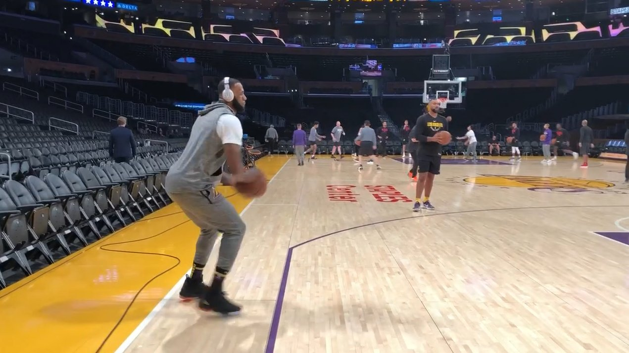 LeBron already looking locked in �� https://t.co/MUj6qWiJiX
