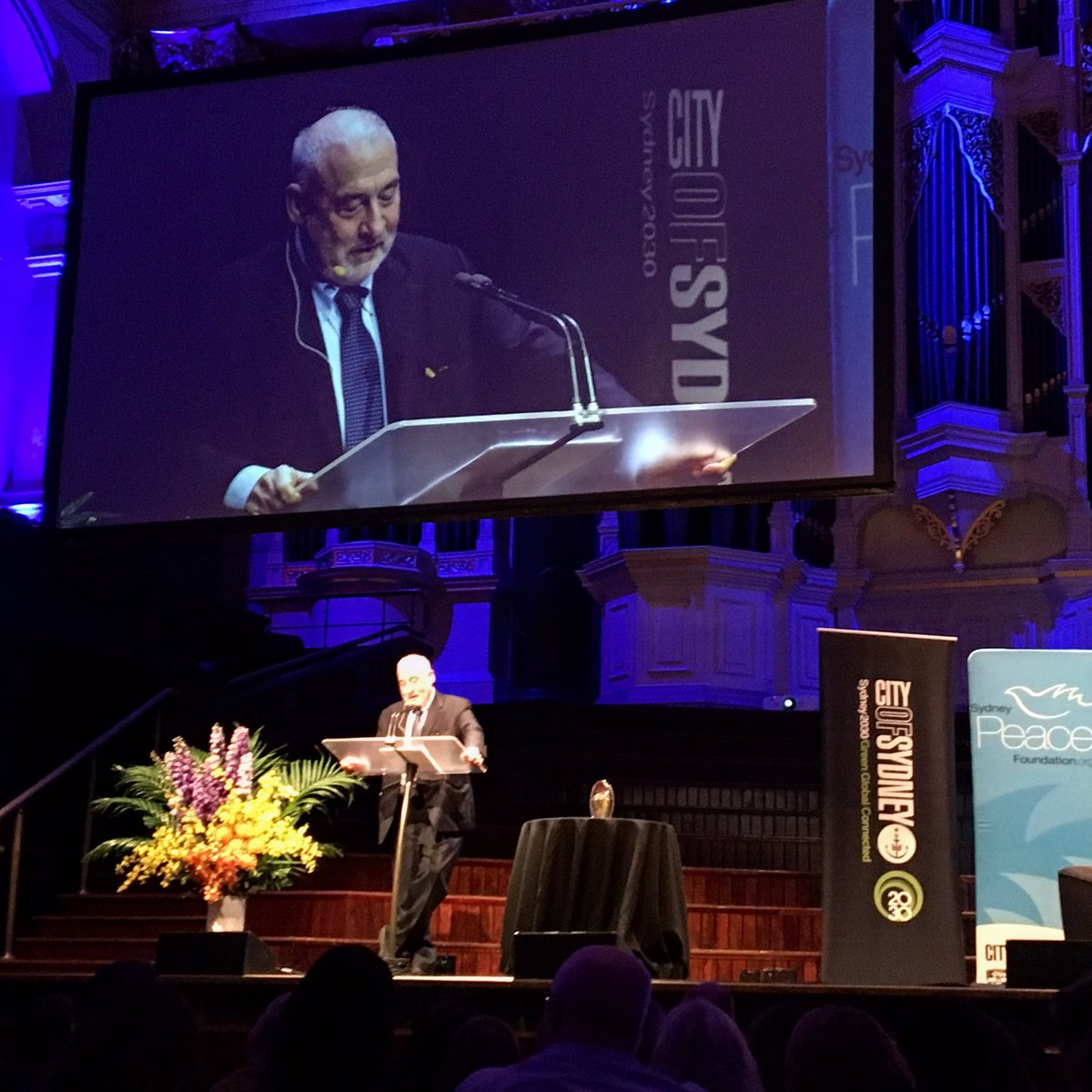 """Some of your politicans may want to copy America. Don't let them."" - Joseph Stiglitz at his #SydneyPeacePrize lecture.  #sydneypeacefoundation<br>http://pic.twitter.com/R6al01oWzi"