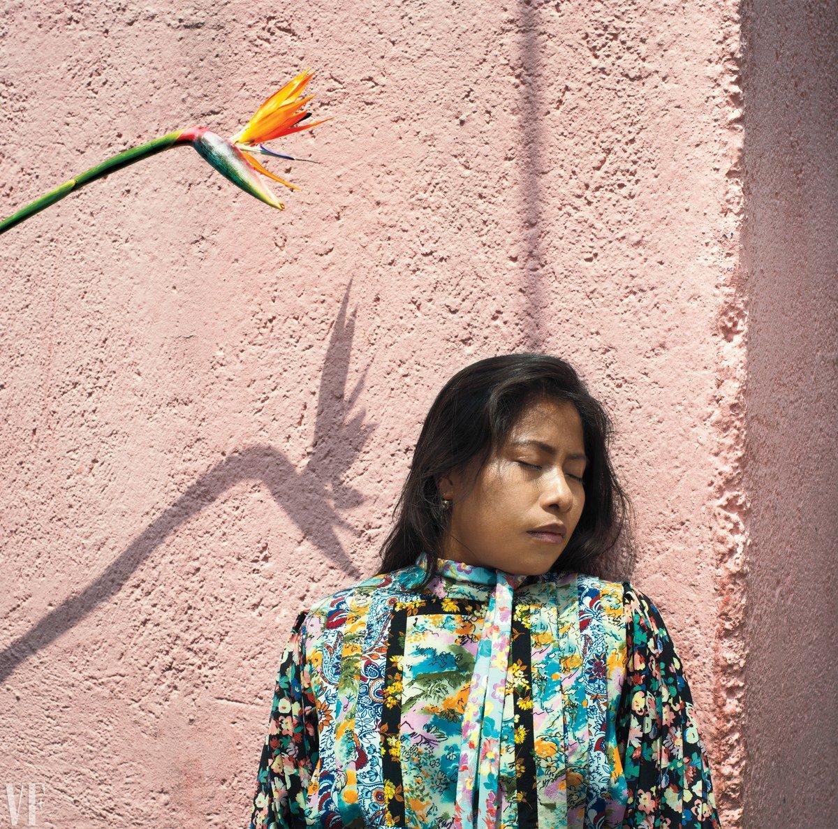 Yalitza Aparicio, protagonista de Roma de Alfonso Cuarón, en Louis Vuitton y Prada para la edición de diciembre de Vanity Fair ✨