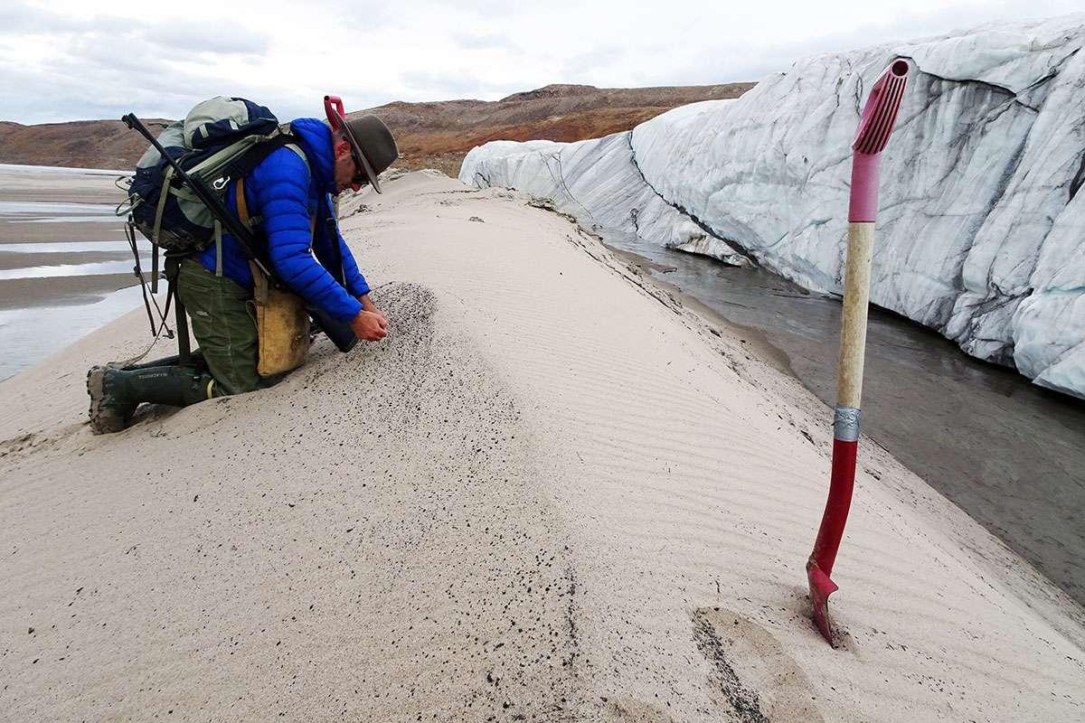 Huge 30-kilometre wide meteorite crater found under Greenland glacier https://t.co/xKStO0agOK
