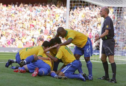 Em casa? Relembre outros jogos do Brasil no Emirates Stadium https://t.co/xPCag4UxRV
