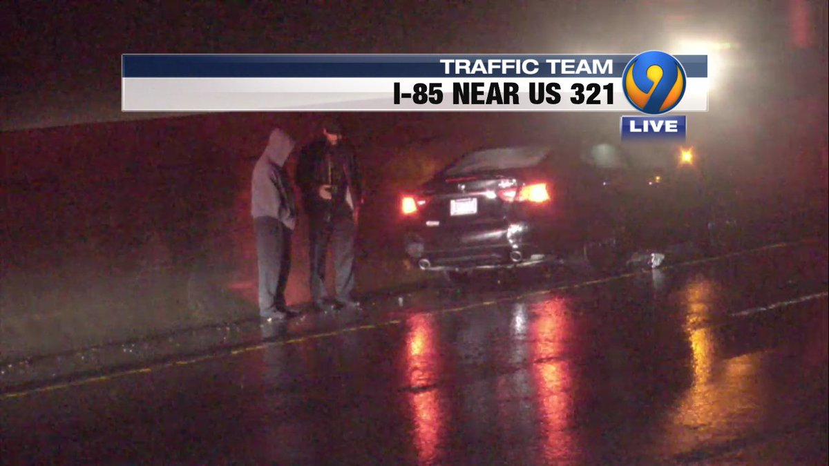 UPDATE: A single car wreck I-85 NB past US 321 has the left lane blocked.  Slight delays forming #Gaston #Gastonia #cltraffic #clttraffic #clt<br>http://pic.twitter.com/1oR5IS1ckm