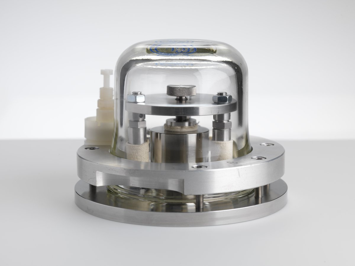 This week, the kilogram will be redefined. But what does this mean for scientists and engineers, and for those of us beyond the science lab? Dr Jane Desborough, Curator of Scientific Instruments, explains more in this blog post https://t.co/j19i2QAi0f 📸 the UK kilogram @NPL