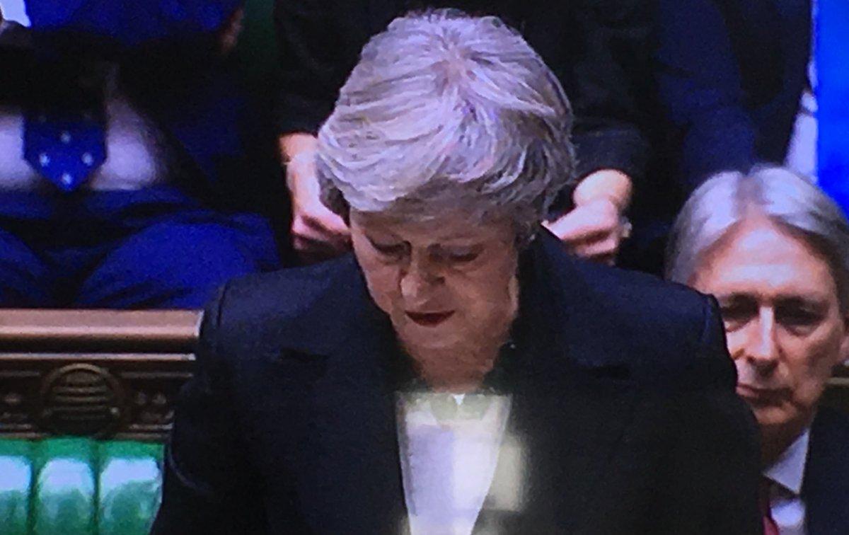 """#May: """"Was wir gestern erreicht haben, ist nicht der endgültige Deal."""" Lautes Gelächter im Unterhaus. #Brexit 🇬🇧"""