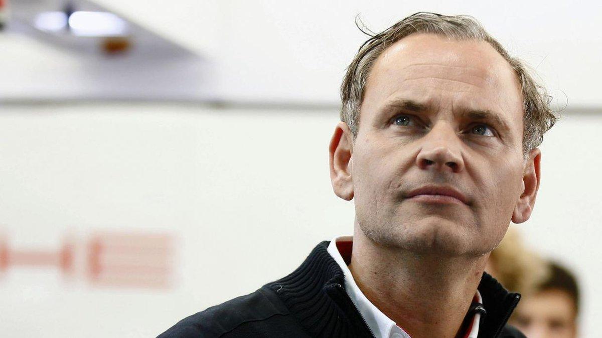 """""""Die Dieselkrise hat uns viel Ärger bereitet"""", sagte Oliver Blume. Dann rief er seine Entscheidung aus: """"Von #Porsche wird es künftig keinen Diesel mehr geben"""". Der Ausstieg ist ein mächtiges Statement gegen den Selbstzünder – und ein Wagnis. https://t.co/S0VzLfJ4Ts"""
