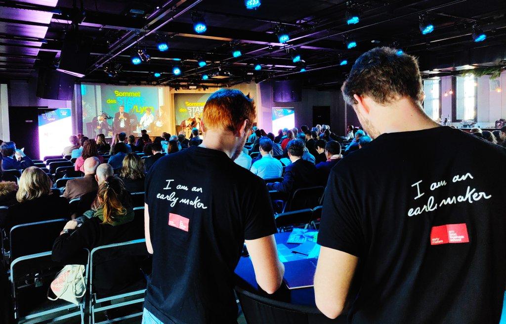 [#SommetStartUp] 'I am an early maker'| Les étudiants 👩🏻🎓👨🏻🎓 de l'@EMLYON assurent notamment les intermèdes de ce 1er Sommet des #startups à #Lyon 😁  @LeSucreLyon  Et ils le font bien 👍🏻 Un grand #BRAVO pour leur implication 👏🏻  #Innovation #startup #jeunes