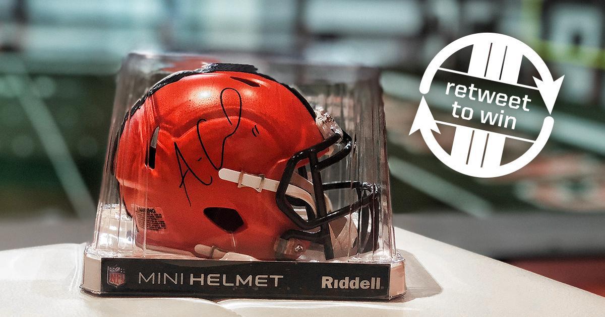 �� RT for a chance to win this Antonio Callaway mini helmet! ��  Rules: https://t.co/n6Ur45L2Gp https://t.co/DoAWBqRdPB