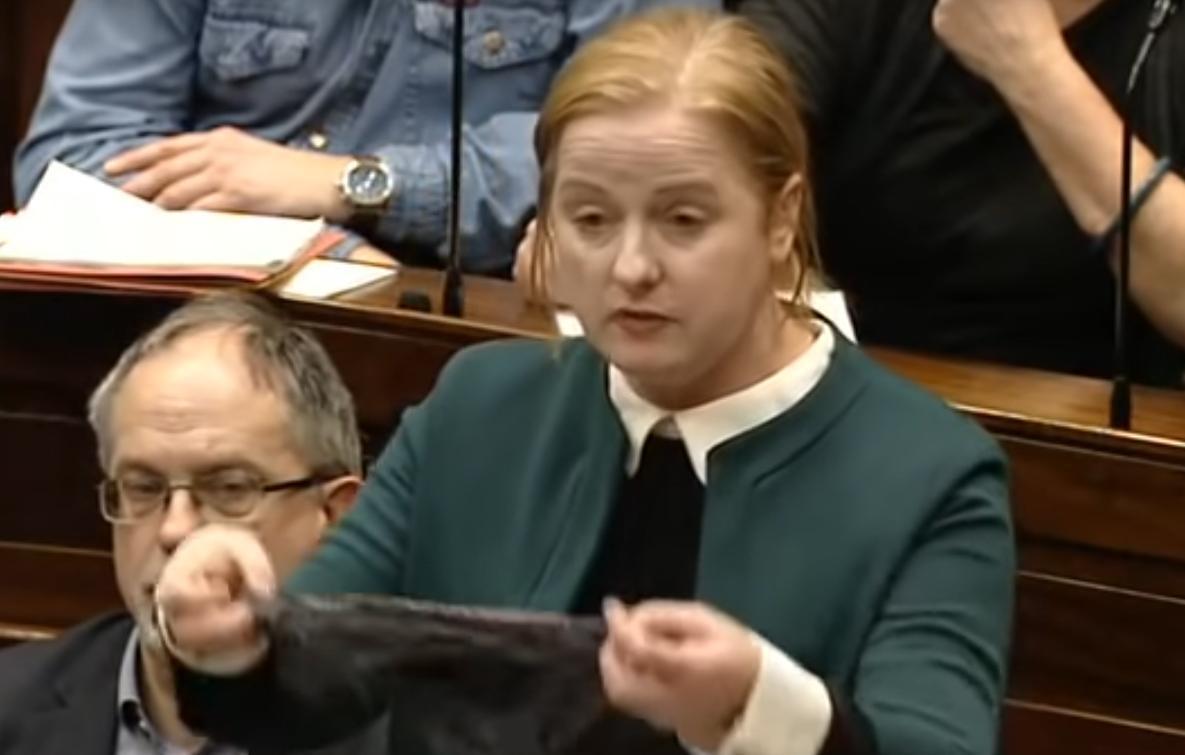 L'Irlande en colère : le string d'une victime de viol utilisé comme 'preuve de consentement' #Actu #Société #Irlande #ThisIsNotConsent >> https://t.co/XS8BGB9s54